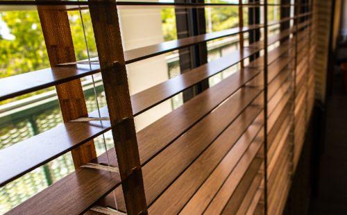 estilos de persiana de madera